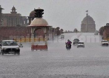Delhi-NCR में बारिश और बर्फ़बारी
