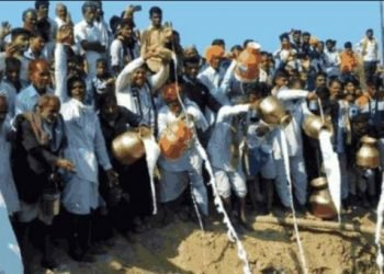 People put milk, curd and desi ghee in the pit