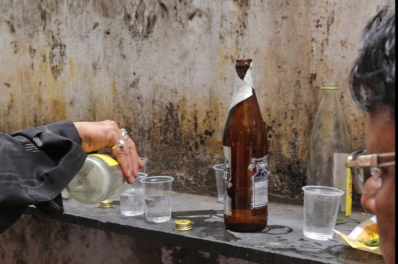 5 die due to poisonous alcohol, 15 hospitalized