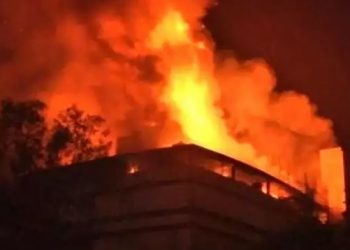 new-delhi-city-fire-broke-out-in-sanjay-colony-okhla-phase-ii-area-delhi