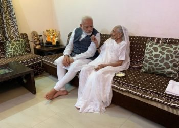 pm-modi-s-mother-heeraben-modi-receives-first-dose-of-covid-19-vaccine
