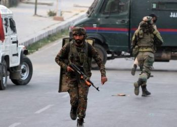militants-attacked-crpf-party-at-lawyepora-outskirts-of-srinagar-indian-army-crpf